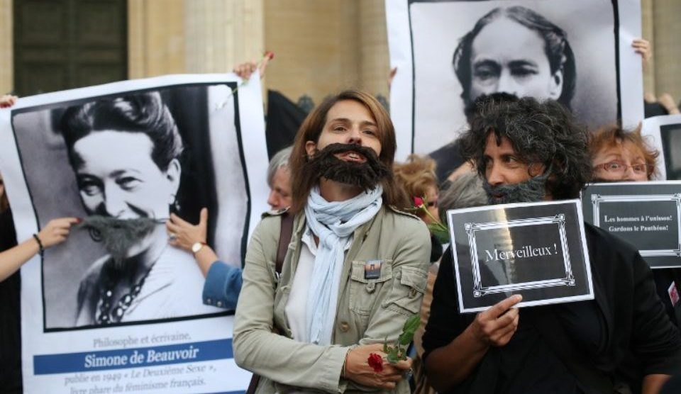 Des militantes du collectif la Barbe, le 26 août devant le Panthéon. Photo Thomas Samson. AFP