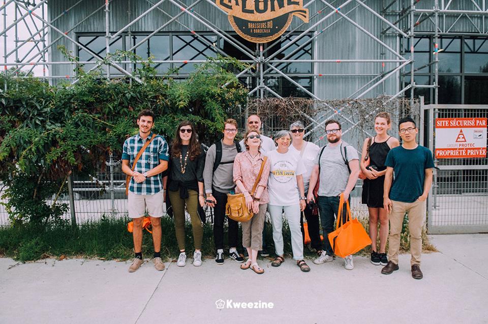 Photo de groupe des blogueurs testeurs influenceurs du Bordeaux Beer Tour