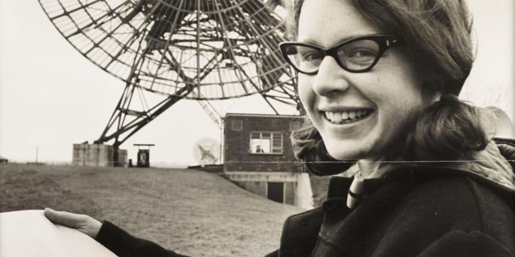 Jocelyn Bell Burnell (née en 1943) une des Femmes de sciences spoliées.