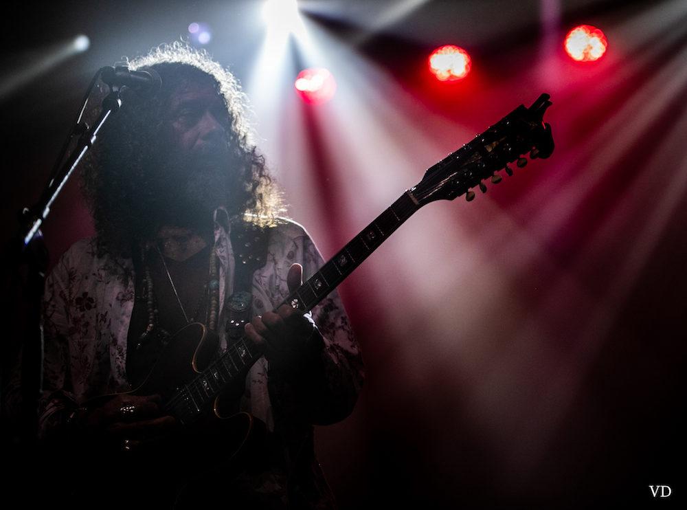 Mystique et bassiste, Paco