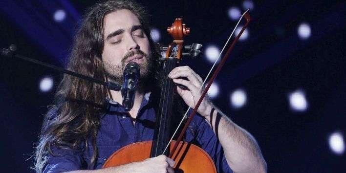 Quentin Gendrot et son violoncelle passent à la télé devant des millions de spectateurs.