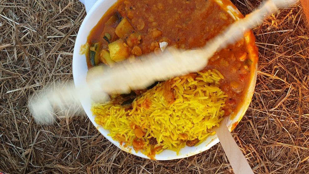 Reggae Sun Ska 2019, riz, curry de légumes, dal, papadum, galette de riz, vaisselle écolo