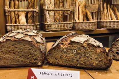 Le pain rustique vendu à la tranche
