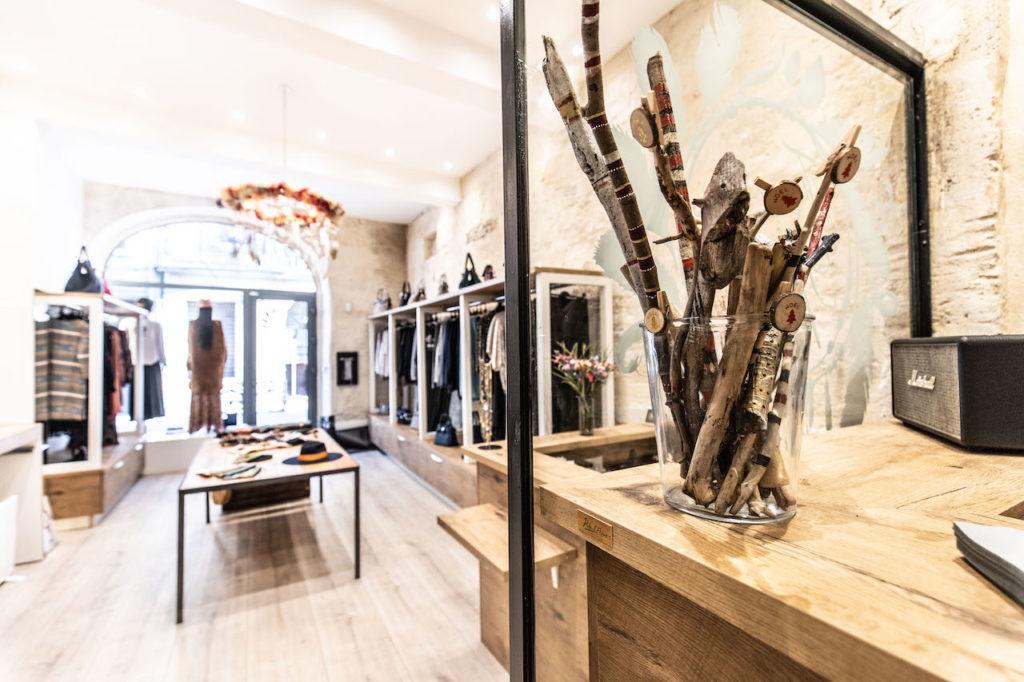 Le bois flotté de Lou Cerise dans la boutique de Free Spriti