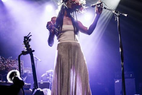Kyla Carter en 1ère partie du concert de Patrick Watson au Rocher de Palmer le 27 février 2020